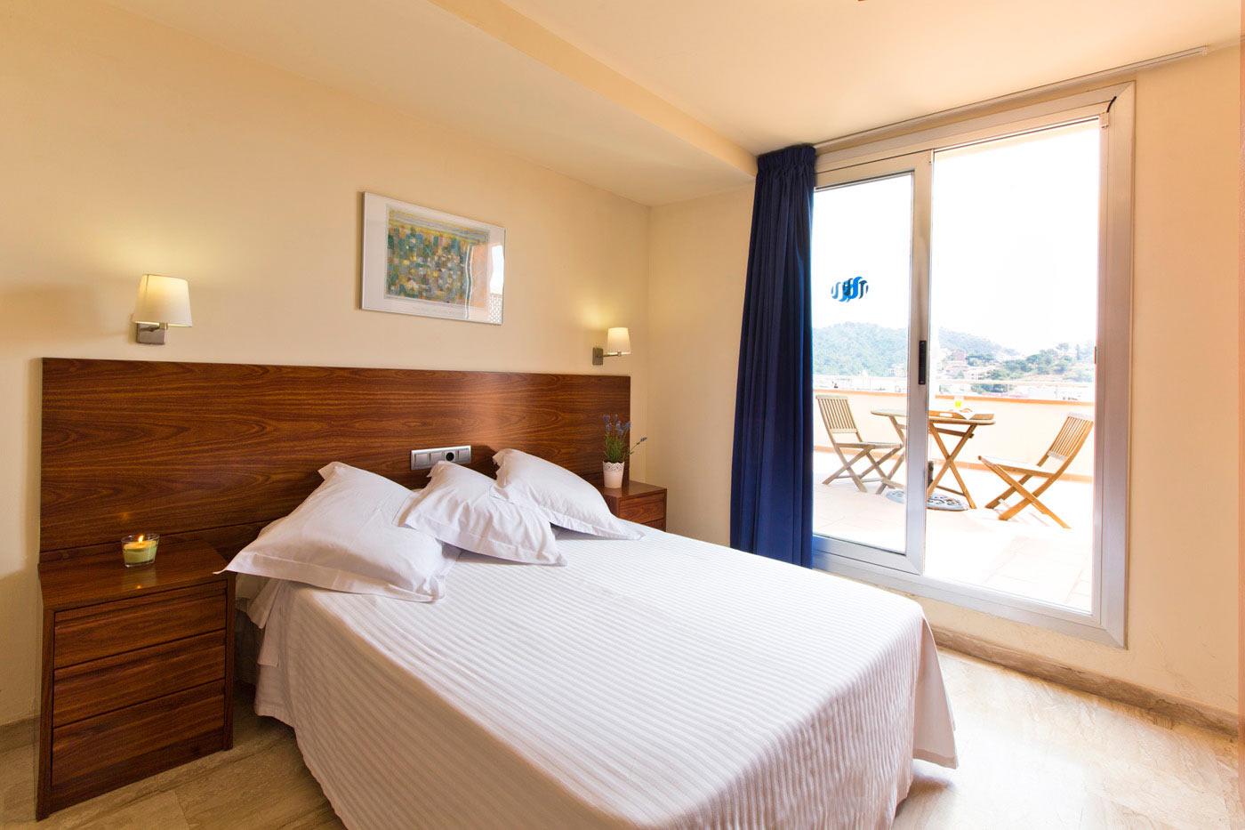 Bed breakfast costa brava hotel turissa tossa de mar for By h mobiliario